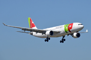 Airbus A330-223 (CS-TOE)