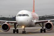 Airbus A320-214 (G-EZTV)