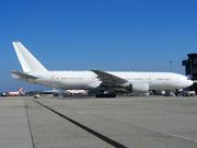 Boeing 777-212/ER (N777UK)