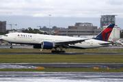 Boeing 777-232/LR (N709DN)