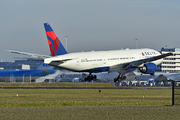 Boeing 777-232/ER (N861DA)