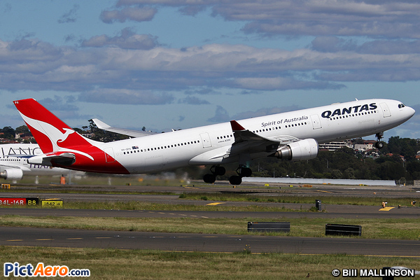 Airbus A330-303 (Qantas)