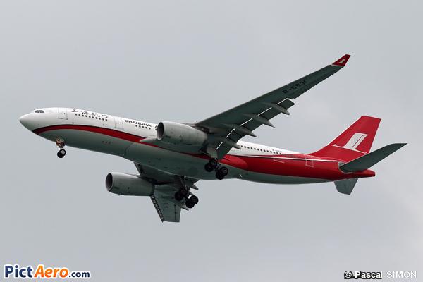 Airbus A330-243 (Shanghai Airlines)