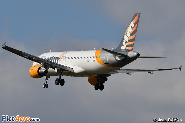Airbus A320-212 (VLM Airlines)