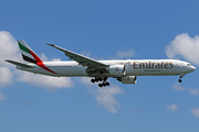 Boeing 777-31H(ER) (A6-EGU)