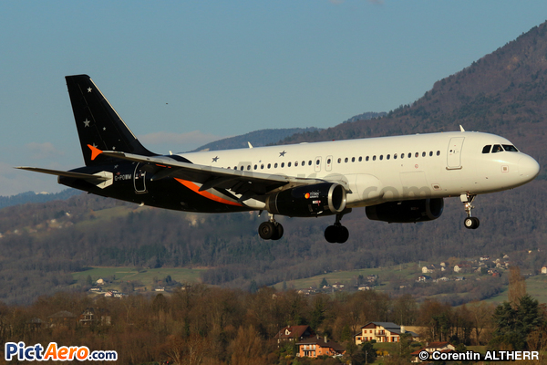 Airbus A320-232 (Titan Airways)