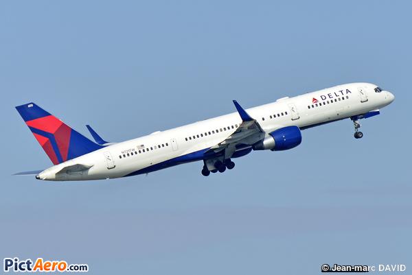 Boeing 757-231 (Delta Air Lines)
