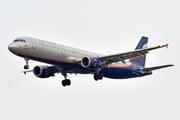 Airbus A321-211 (VQ-BOI)