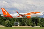 Airbus A320-214/SL (G-EZRV)