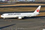 Boeing 767-346 (JA8976)
