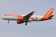 Airbus A320-214 (G-EZUH)