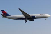Airbus A330-302/HGW (N827NW)