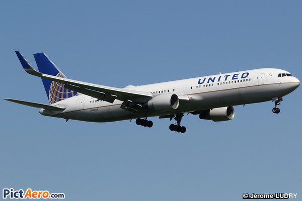 Boeing 767-322/ER (United Airlines)