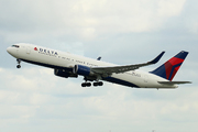 Boeing 767-332/ER (N1605)