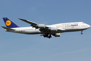 Boeing 747-830 (D-ABYM)