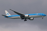 Boeing 777-306/ER (PH-BVS)