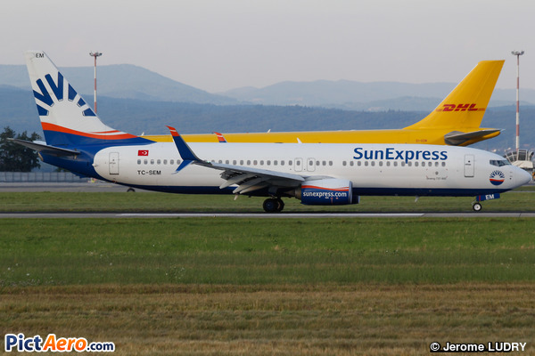 Boeing 737-8HC/WL (SunExpress)