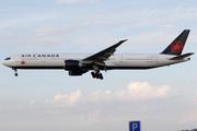Boeing 777-333/ER (C-FIUR)
