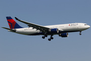 Airbus A330-223 (N859NW)