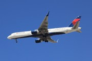 Boeing 757-231 (N721TW)