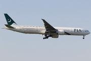 Boeing 777-340/ER (AP-BID)