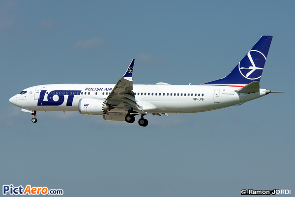 Boeing 737-8 Max (LOT Polish Airlines)