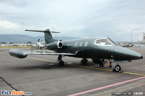 Learjet 24F (Private)