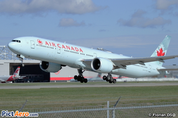 Boeing 777-333/ER (Air Canada)