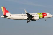 Airbus A320-214/WL (CS-TNQ)