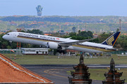 Boeing 787-10 Dreamliner (9V-SCB)