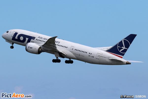 Boeing 787-8 Dreamliner (LOT Polish Airlines)