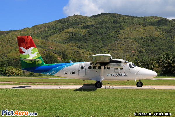 De Havilland Canada DHC-6-400 Twin Otter (Air Seychelles)