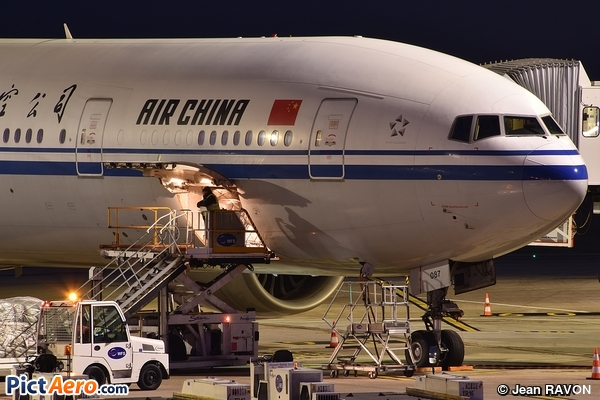 Boeing 777-39L/ER (Air China)
