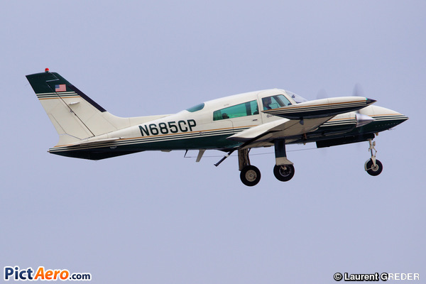 Cessna 310Q (PRIVATE)