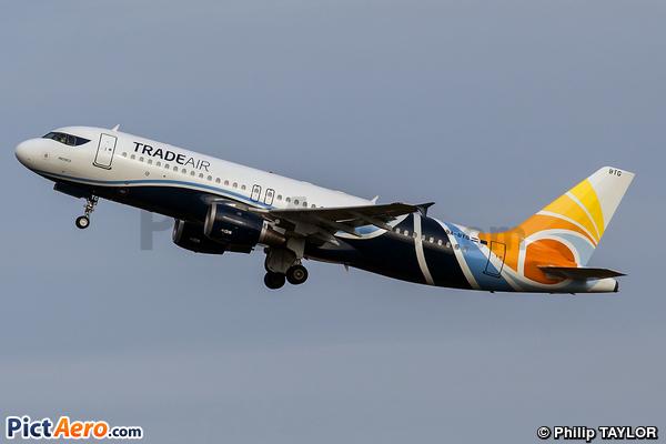 Airbus A320-212 (Trade Air)