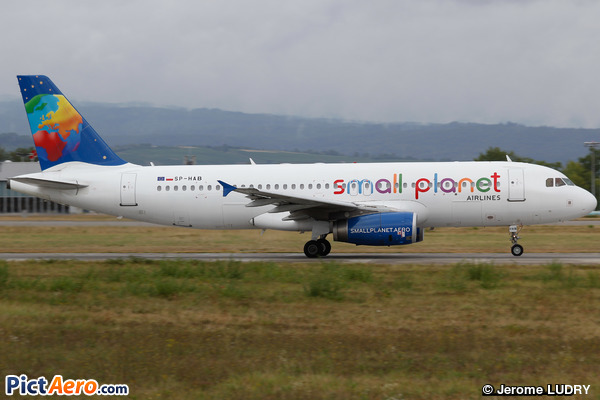 Airbus A320-232 (Small Planet Airlines)