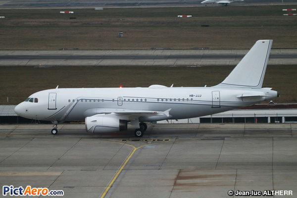 Airbus A319-113X CJ (Nomad Aviation)
