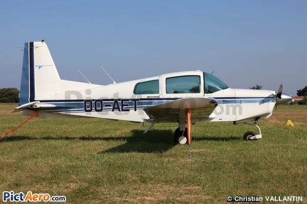 American Aviation AA-5 Traveler (Privé/Private)
