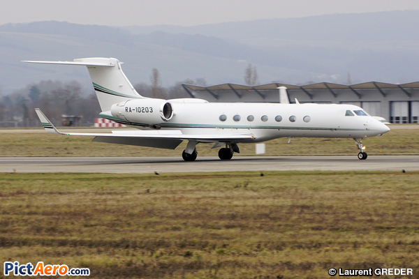 Gulfstream Aerospace G-550 (G-V-SP) (Private / Privé)