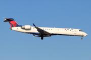 Canadair CL-600-2C10 Regional Jet CRJ-701ER  (N355CA)