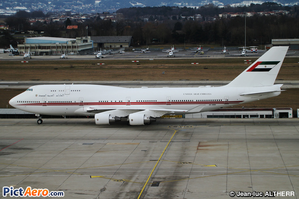 Boeing 747-422 (United Arab Emirates - Abu Dhabi Amiri Flight)