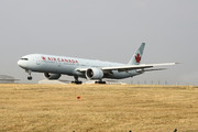 Boeing 777-333/ER (C-FNNU)
