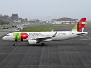 Airbus A320-214 (CS-TNT)