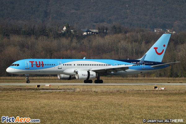 Boeing 757-28A (TUI Airways)