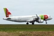 Airbus A320-214 (CS-TNR)