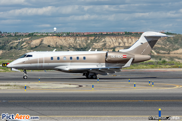 Bombardier BD-100-1A10 Challenger 300 (Privé / Private)