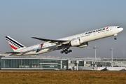 Boeing 777-328/ER (F-GSQI)