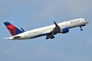 Boeing 757-26D/WL (N819DX)