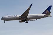 Boeing 767-322/ER (N670UA)