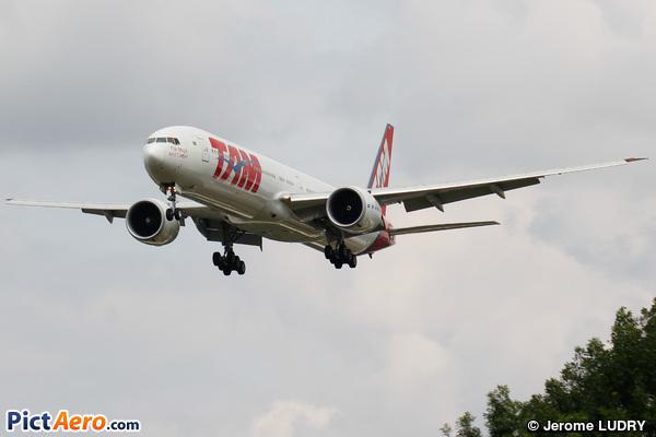 Boeing 777-32W/ER (TAM Linhas Aéreas)